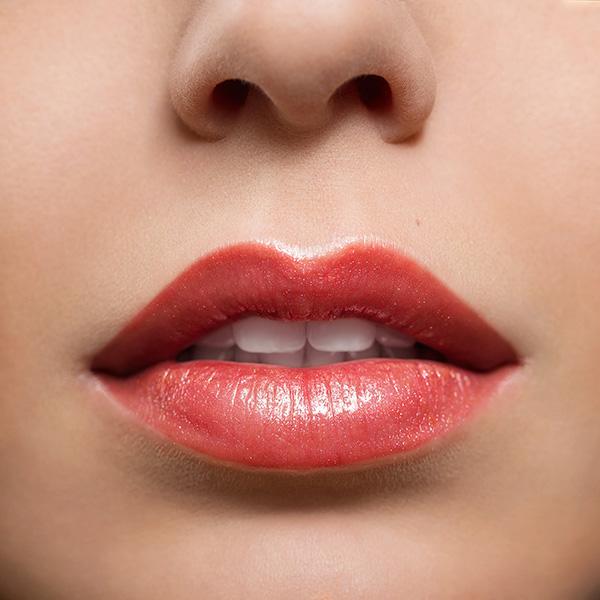 שפתיים חושניות